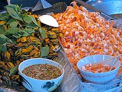 Mussels and shrimp, ready to eat