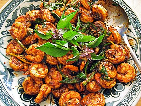 Shrimp Stir-fried with Roasted Chilli Paste cook in a wok