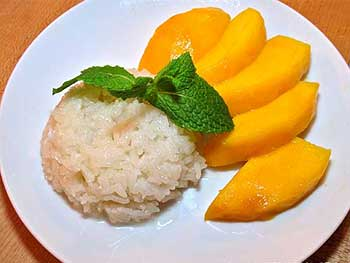 Coconut-Flavored Sticky Rice with Mangoes
