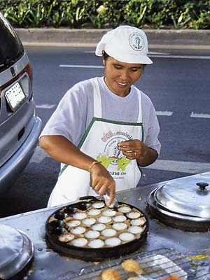 Vendor making kanom krok